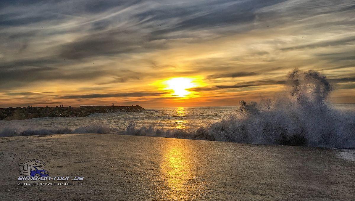 Brandung mit Sonnenuntergang