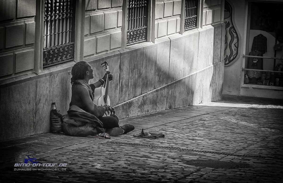Tarifa-Straßenmusikant