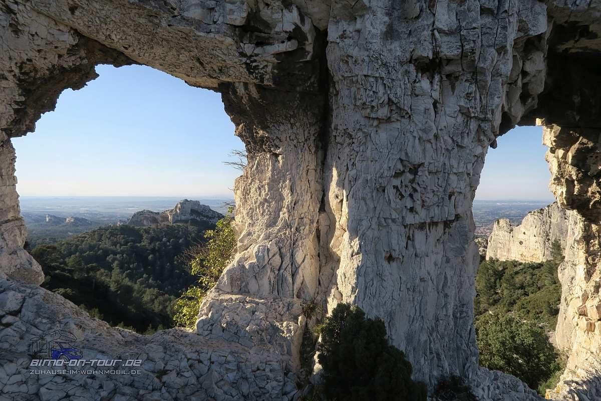 Alpilles-Rocher des Deux Trous