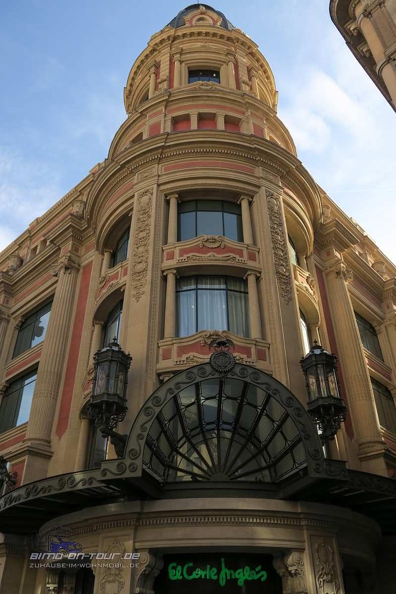 Barcelona-Eckhaus