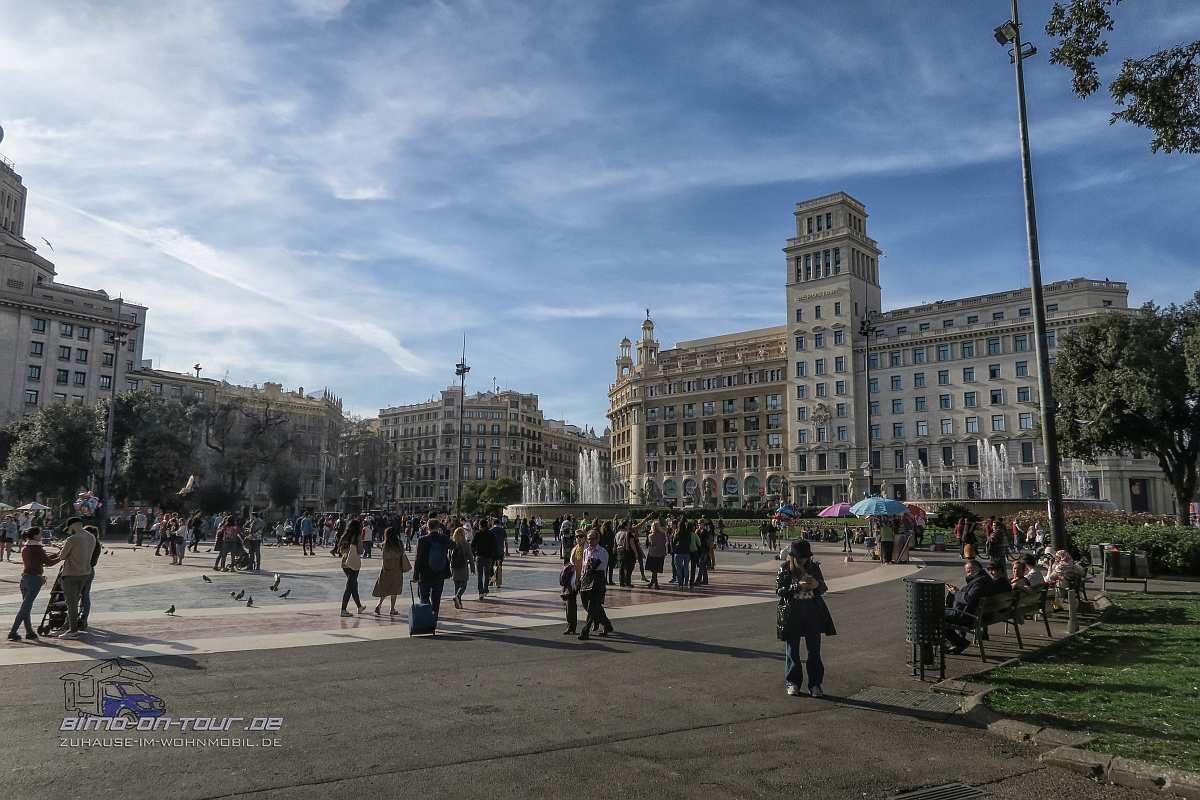 Barcelona-Plaza -Catalan