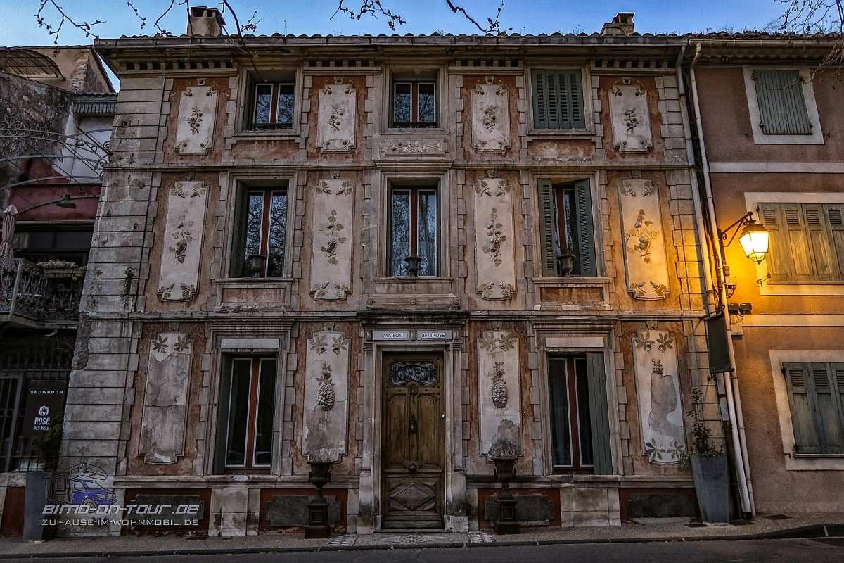 Fontaine-de-Vaucluse-Fassade