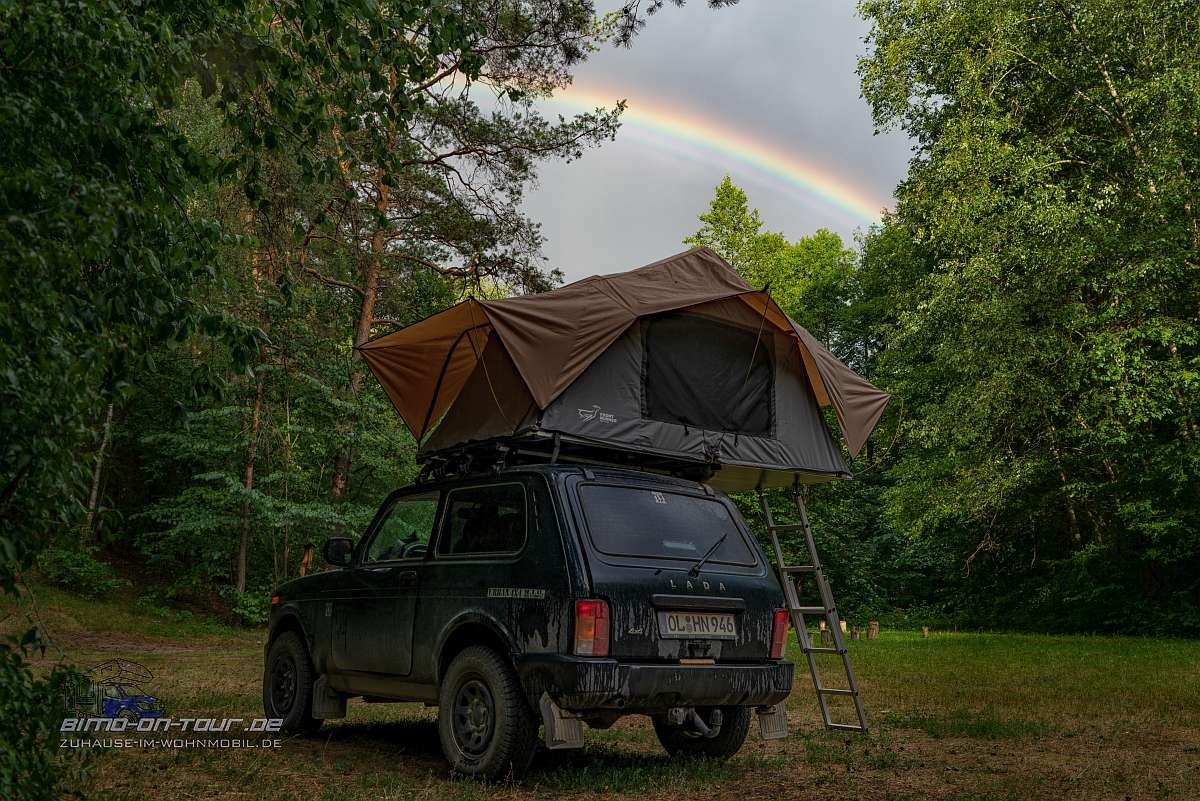 Neris-Camp mit Regenbogen