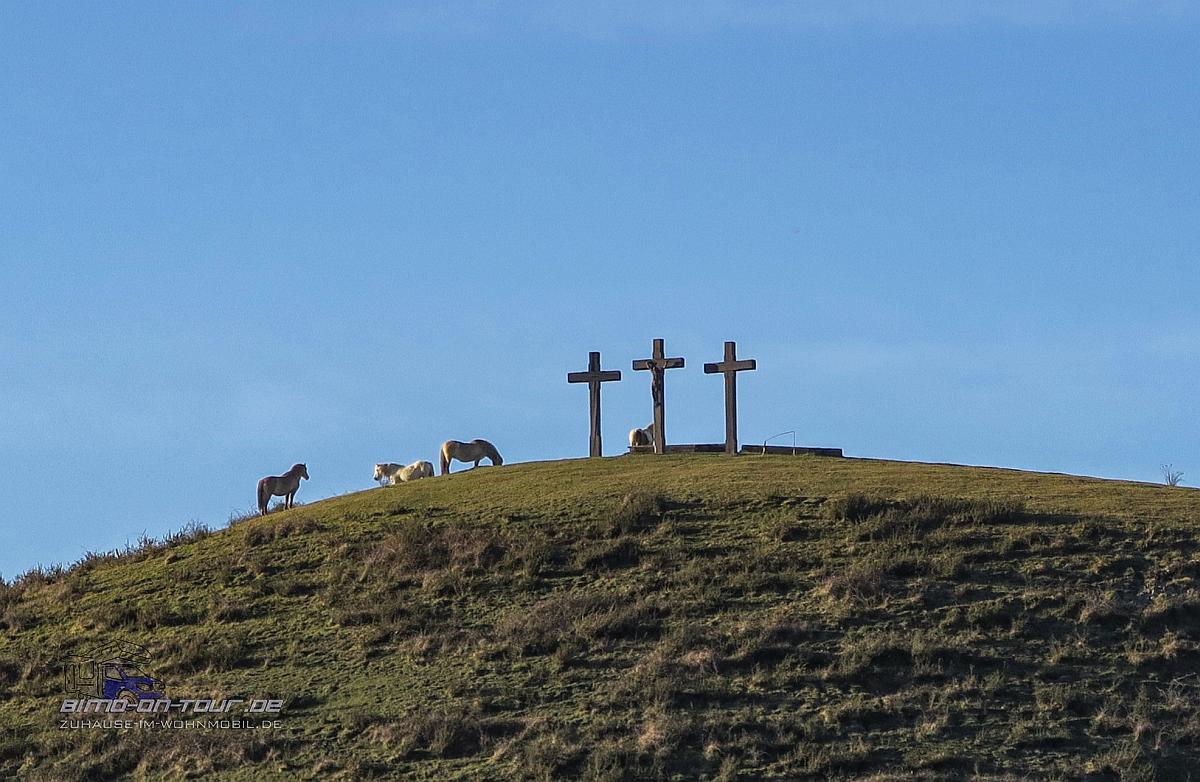Pferde und Kreuze