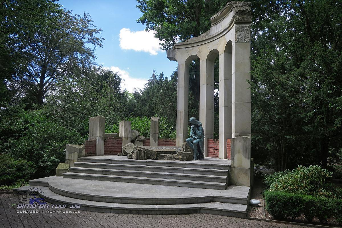 Nordfriedhof-Statue